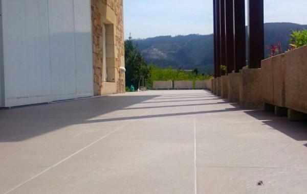 Terraza en Area (Viveiro): renovación de impermeabilización.