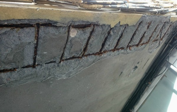 Corrosión del acero en edificios.