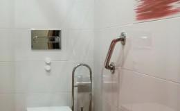 N5  Baño A, inodoro y cisterna empotrada