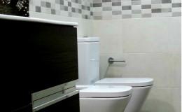 r10 Vista definitiva del baño, lado izquierdo.