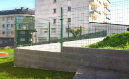 17 Muro de bloque con reja rígida.