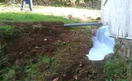 3 Pintura de poliuretano y extensión de salida de pluviales con tubo clase B.