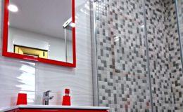 1 Zona de lavabo y ducha diferenciada. Mueble suspendido y mampara a 90º