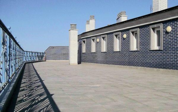 Impermeabilización de 300 m² en lámina de polietileno.