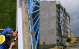 3 Inicio de protección de cornisa y zócalo de terraza en aluminio anodizado.