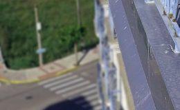6 Detalle de coronaciones de muros con aluminio anodizado.