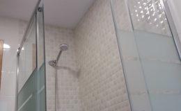 9 Detalle de encuentros en zona de ducha.
