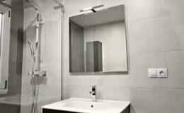 12 Baño, zona de lavabo