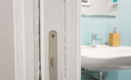 9 Terminado: detalle de puerta corredera con pelo blanco